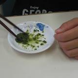 s6.茶殻を食べる.jpg