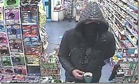 Ladrão rouba loja usando uma xícara de café