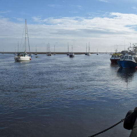 high tide - Wells quay
