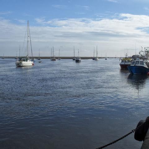 high tide - Wells quay