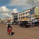 Rue Nongbone, une des rues de la calme Vientiane...