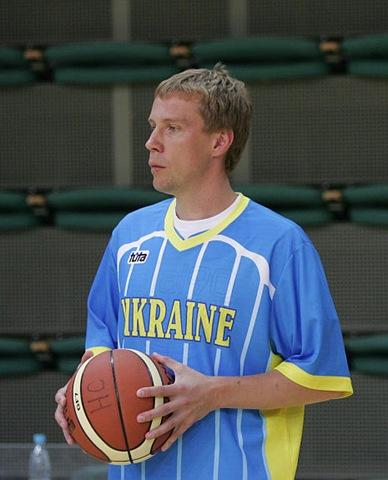 Дмитрий Базелевский с мячом