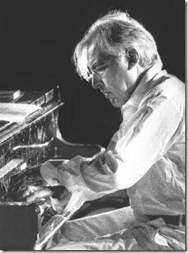 Giorgio Gaslini al piano.(media)