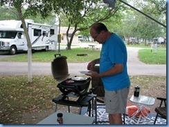 8641 Niagara Falls - KOA - Bill making supper on BBQ