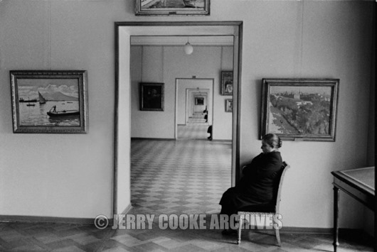 leningrad-guard-in-the-hermitage-russia-1958