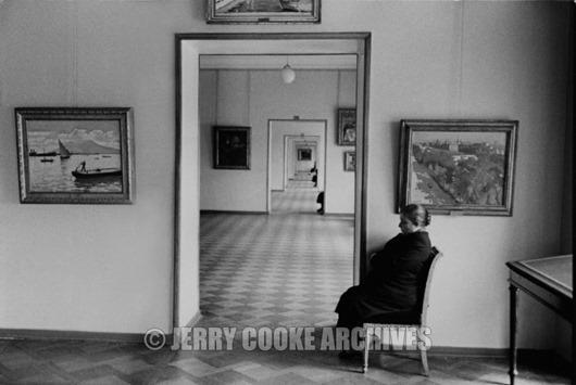 leningrad-guard-in-the-hermitage-russia-1958