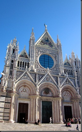052-siena-church-front