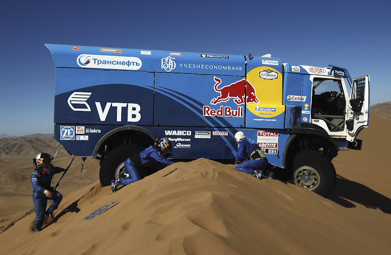 COPIAPO, CHILE - JANUARY 07:  Andrey Karginov of Russia and co-drivers Andrey Mokeev and Igor Devyatkin attempt to free their Kamaz truck after it became stuck on top of a sand dune during stage seven of the 2012 Dakar Rally from Copiapo to Copiapo on January 7, 2012 in Copiapo, Chile.  (Photo by Bryn Lennon/Getty Images,)