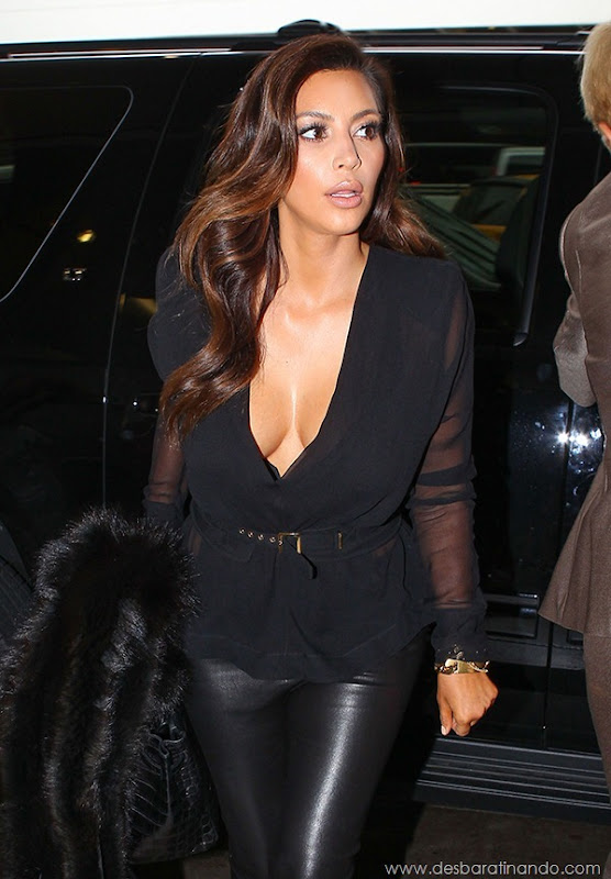 kim-kardashian-linda-sensual-sexy-sedutora-boob-peitos-decote-ass-bunda-gostosa-desbaratinando-sexta-proibida (71)
