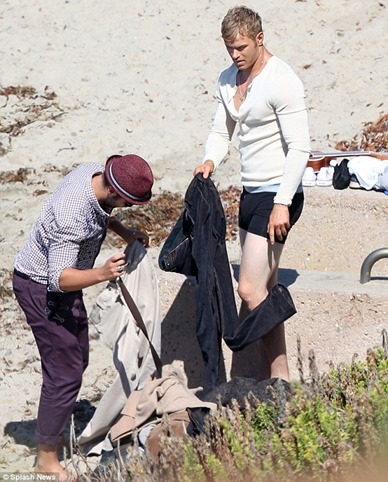 Kellan-Lutz-sighting-for-a-photo-shoot-in-Malibu-Beach-03