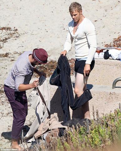 Kellan-Lutz-sighting-for-a-photo-shoot-in-Malibu-Beach-03