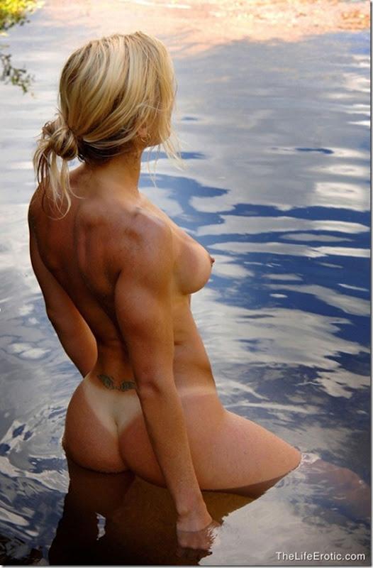 Maite loira gostosa no lago