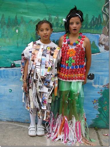 Disfraces escolares con materiales reciclados | pintar y jugar