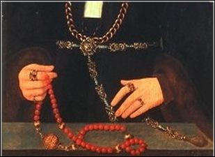 Détail pomander médiéval avec rosaire