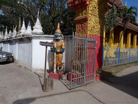 19. statui templu budist.JPG