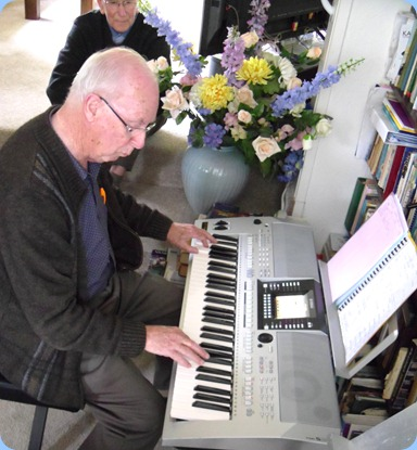 Peter Brophy playing his Yamaha PSR-910