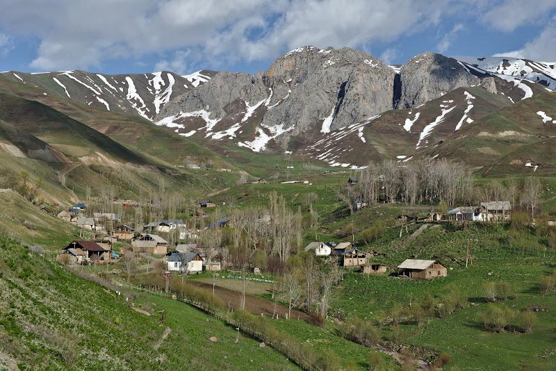 Saferdoron, ultimul sat din fundul vaii. Pe la 2500 de metri.