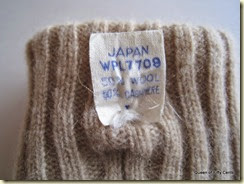 Cashmere gloves tag