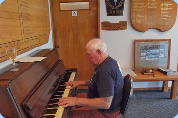 Piha RSA President, Rodger Curtise playing the RSA piano. Photo courtesy of Dennis Lyons