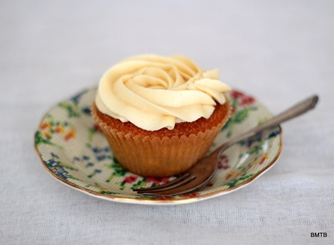 Baileys White Chocolate Cupcakes by Baking Makes Things Better (1)