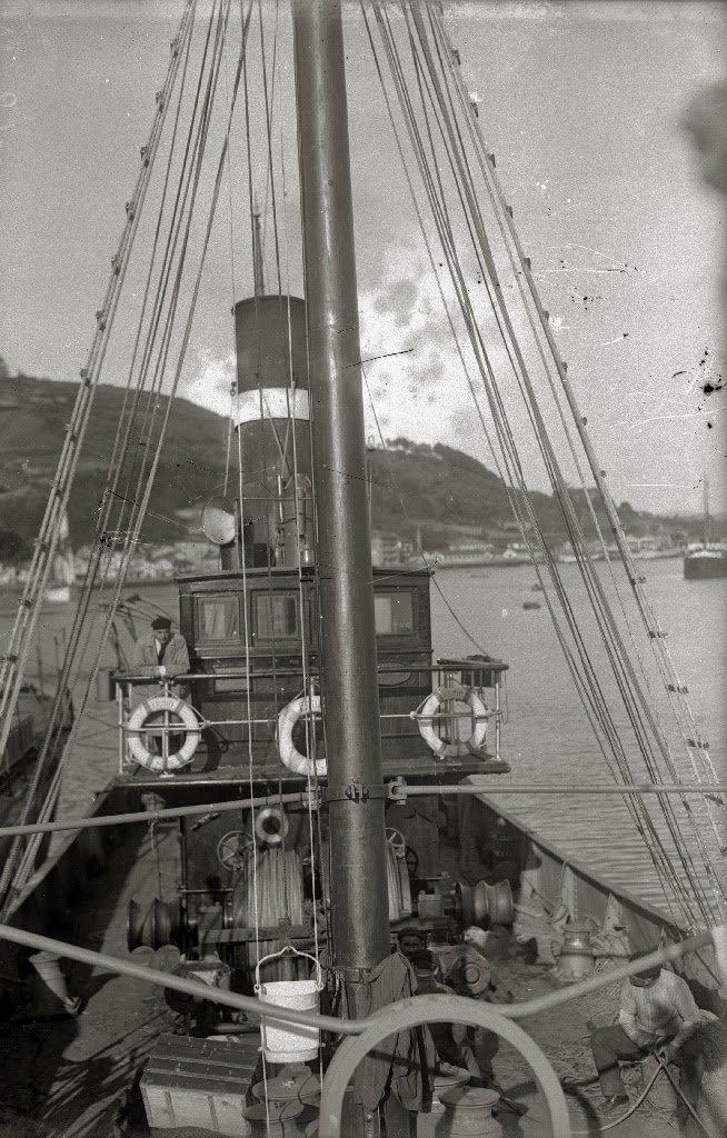 Detalle del vapor ERNIO. Foto Gure Guipuzcoa. Fondo Car. Ricardo Martin. Ca. 1920.jpg
