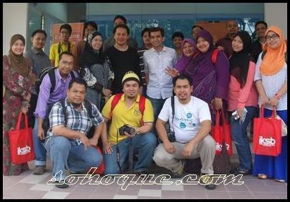 bloggers bergambar bersama Irfan Khairi dan norman KRU.jpg