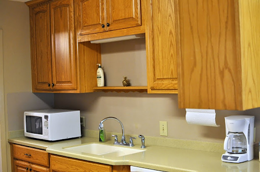 however iu0027ve watched enough hgtv to know that my first home be my dream home so these are the cabinets i currently have with the previous owners