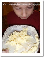 making homemade butter for preschoolers