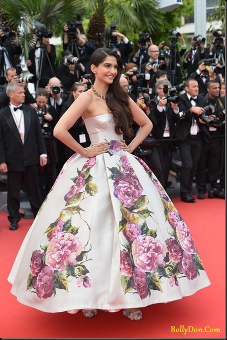sonam-kapoor-in-the-latest-dg-gown-at-cannes