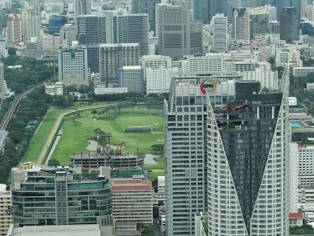 10. terenul de golf din centrul Bangkok.JPG