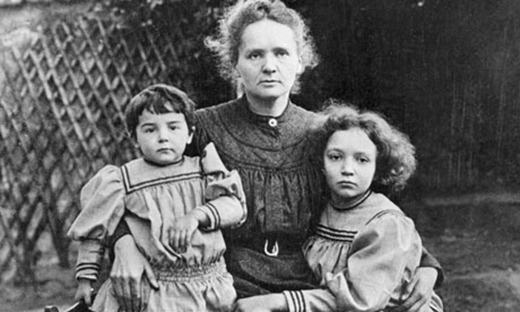 Marie-Curie-with-her-daug-007