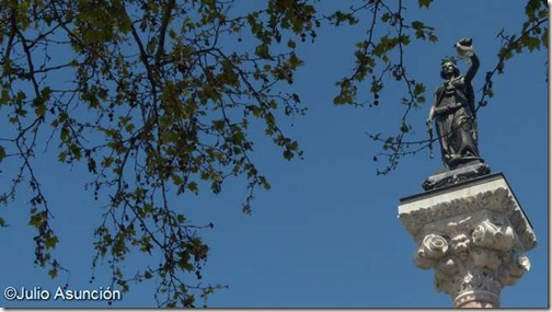 Monumento a los Fueros - Pamplona