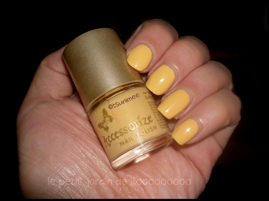 02-accessorize-nail-polish-sunny-yellow