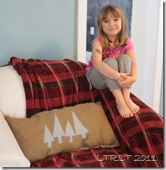 Felt Tree & Burlap Pillow 2