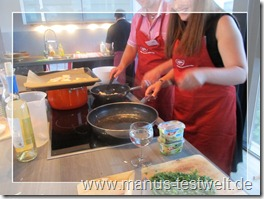 zu zweit kochen macht sichtlich Spass