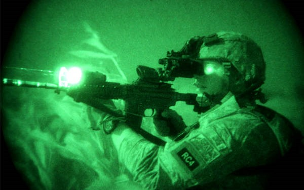 7- Óculos de visão noturna
