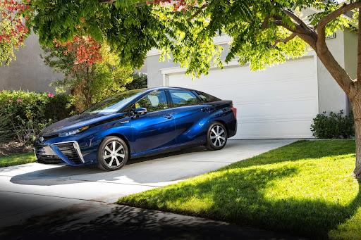 2015-Toyota-Mirai-17.jpg