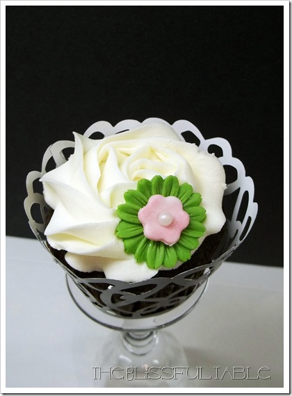 cupcakes with flowers 013a