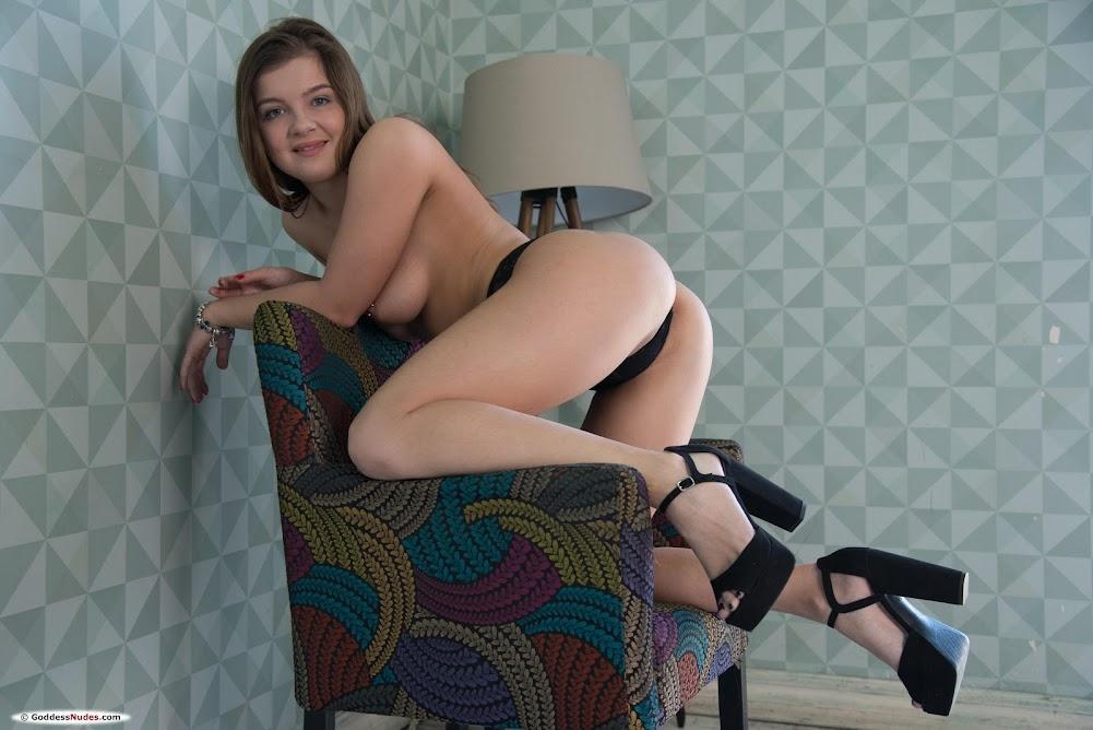 [Goddessnudes] Renata Fox 1