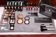 vic006com-fashion-show-media-kit-2013-vs-makeup-backstage-victorias-secret-hi-res