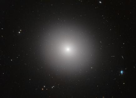 galáxia elíptica IC 2006