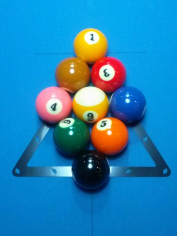 8 balls billiard