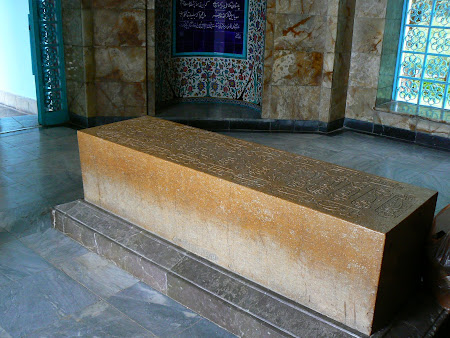 Things to see in Shiraz: S'adi's tomb
