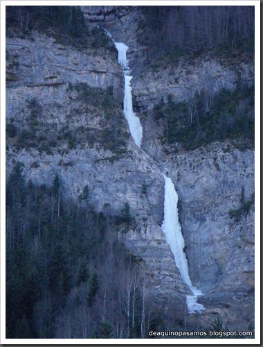 Cascada de Hielo de La Sarra 250m WI4  85º (Valle de Pineta, Pirineos) (Isra) 8260