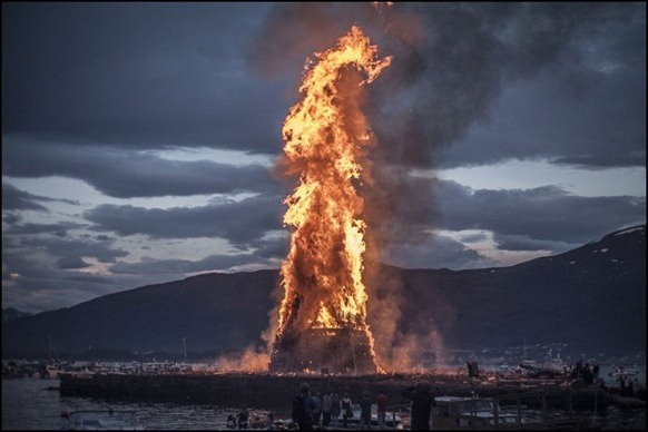 The_World's_Biggest_Bonfire_Ever_06