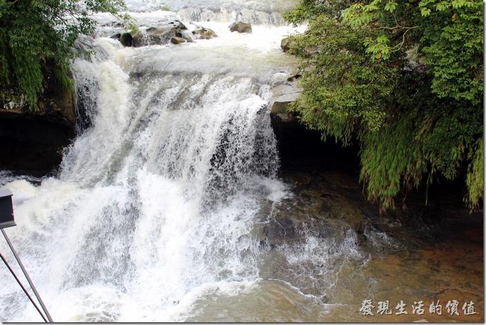 平溪線一日遊-十分瀑布。再進一點看看眼鏡瀑布。
