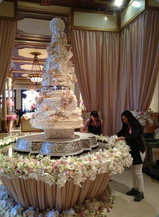 behind the scenes working in cake table 995703_513217605399683_1477917507_n david kurio design