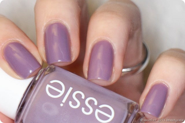 LFB Flieder Essie Warm and toasty turtleneck Swatch (3 von 5)