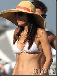 bethenny-frankel-white-bikini-in-miami-06-675x900