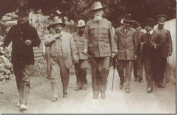 Mexican president Venustiano Carranza (center) in La Cañada, Querétaro.-January 22, 1916.